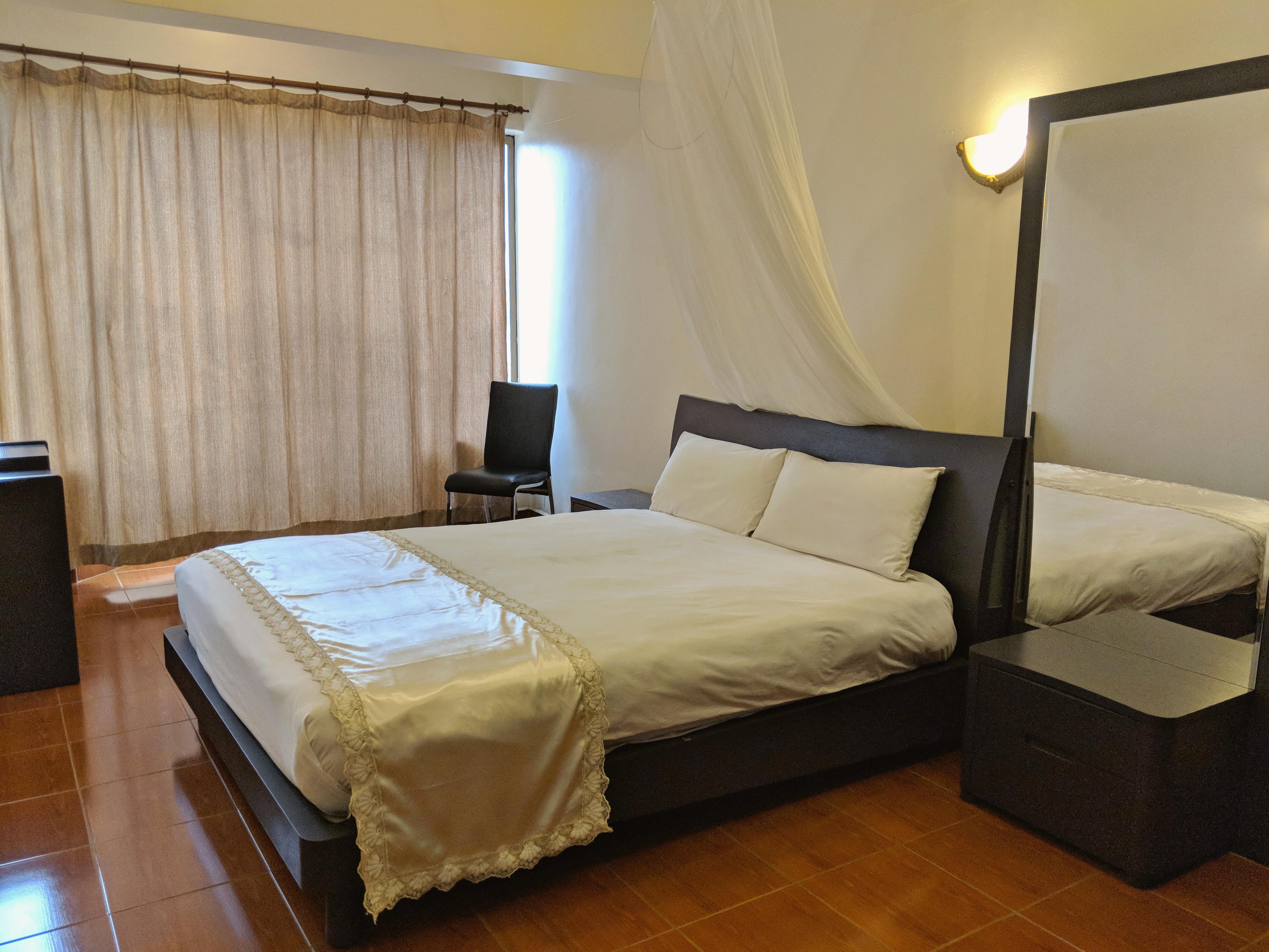 twin-suite-master-bedroom-kampala-hotel-suites